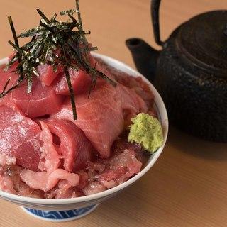 【超お得!】ランチも見逃せない!驚きのデカ盛りマグロ丼!
