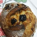 がぎゅうベーカリー - ドライフルーツとナッツのハード系のパン