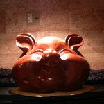 ブタリアンレストラン - あちらこちらに豚クンが。。。
