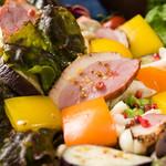 パーティプラネット 銀座PPサロン ー貸切ダイニングー - 合鴨と季節野菜の彩りサラダ、ヴィネグレットソース添え