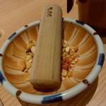 味噌だれとんかつ 卯辰 - 【2018.2.21(水)】ソースを入れるナッツ