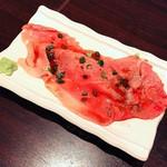肉の楽園 - 肉寿司1カン880円