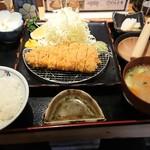 81305822 - 【六白黒豚】特選ロースかつ定食(120g) 1,850円
