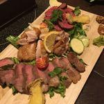 肉系居酒屋 肉十八番屋 - ボリューム満点!炭火焼三点盛り