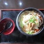 華龍飯荘 - 激辛・豚肉煮込みメン