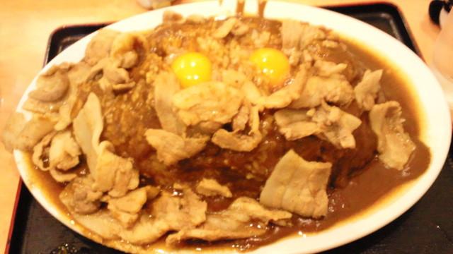 バーグ 杉田本店 - アタシのスタミナカレー特盛り ご飯の盛り、ルー共に控えめ…