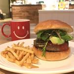 RH Cafe - スタンダードバーガー +アボカド とアメリカーノ