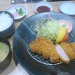 81310412 - 国産ロース豚カツ膳