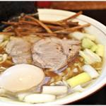 81313118 - あじ玉中華そば(並) 950円 魚節が効いたスープが美味い♪
