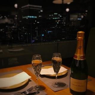 □■夜景を眺めながらワインで乾杯■□
