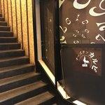 チーズタッカルビ×個室バル カルビ - この階段を上がっていきます