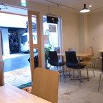 ベトナムサンドイッチ・カフェ&バー ヴィーサンド - オシャレな店内