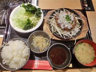 ジンギスカン霧島 新宿店 - ラムハンバーグ定食 Bセット全景