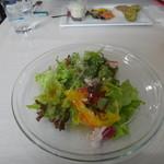 ピッツェリア ダ シュモーネ - 通常のランチは、サラダ付きです。