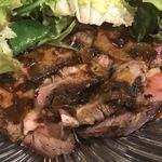 イタリアンダイニング コネル - ローストビーフの野菜めくってみる。