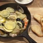 フレンチーナ - 5種の魚介のスキレット1,999