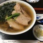 追分茶屋 - 日本そばに豚角煮が・・・合うんです!生姜を入れて味変もアリ