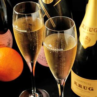 シャンパンからカクテル、日本酒まで豊富なドリンクメニュー
