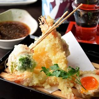 米油配合のヘルシーな油で揚げる天ぷらは30種類以上!