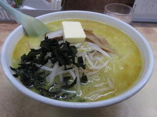 味の札幌 大西 - 味噌カレー牛乳ラーメン(バター入り) 830円 (2018.1)
