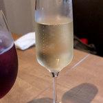 市川ワイン食堂Dish cussu - 2017.07.18 「グラス スパークリングワイン」