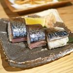 81339452 - 炙り〆鯖の棒鮨し