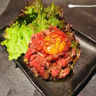 牛ユッケあります。牛スジ煮込み290円!
