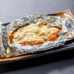 浜焼き しんちゃん - 鶏とトマトのチーズホイル焼き   580円