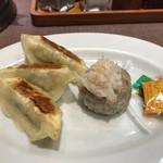 かにチャーハンの店 - ●かにかにチャーハン890円●焼売1個+餃子3個セット270円計1170円税込を注文。