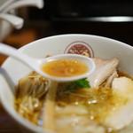 らぁ麺 とうひち - スープ 鶏醤油らぁ麺