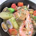 prato cafe - 平日限定週替わりランチのメインの一例。スキレットのお料理もご用意。