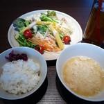 81349959 - 白米・サラダ・たまごスープ