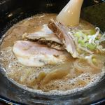 ラーメン長山 - ラーメン 700円。鶏とんこつとのことでスープが濃厚な鶏味!チャーシューとろとろでまじうまい。バランスいい。おいしかった。