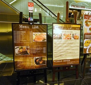 WORLD DINER - 7階のエレベーター前