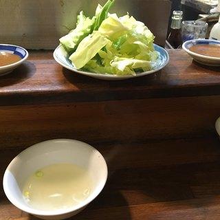 酔笑苑 - 料理写真:席に着くとまず運ばれて来るお通しのキャベツとスープと味噌だれ