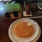 81351436 - クラシックパンケーキとアイスコーヒー