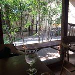 白金茶房 - 店内からの風景