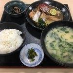 81351817 - 日替わり定食(太刀魚とブリの煮付け)