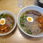 六盛 - 冷麺(右は特大)