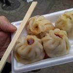 福龍菜館 - 蒸小籠包(4個入り)300円