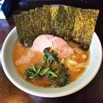 81354647 - ラーメン650円麺硬め。海苔増し100円。