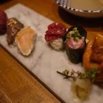 学芸大学前 肉寿司 - まずは盛り合わせ系で好みを見出すのが良かろう( ・´ー・`)