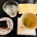ストーン  - 昆布茶・ようかん付き(740円)