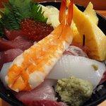 魚力海鮮寿司 - 本日の丼890円
