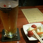 ブレナンズ・アイリッシュバー - ピクルスもビールに良く合います。