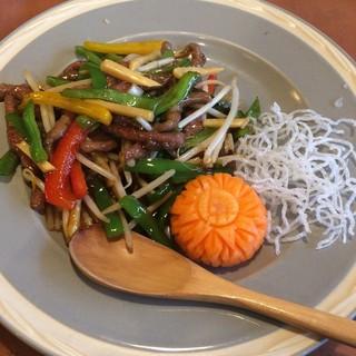中華料理華 - 料理写真:牛肉とピーマンの細切り炒め