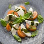 カレンダー - フレッシュトマトとモッツァレラチーズのカプレーゼ