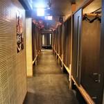 北新地・隠れ家個室居酒屋 匠 - 廊下の両側に個室がズラッ