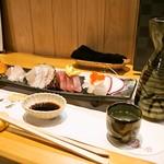 渡士楼 季節料理 誠 - 料理写真:お造り五種盛り & 燗酒