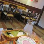 パッパパスタ - 取り皿が  最初から、テーブル席にセットされているのが、イイね!